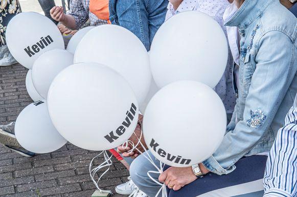 De ballonnen met de naam Kevin.