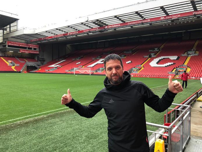Dennis Smit op het heilige gras van Anfield Road, het stadion van Liverpool.