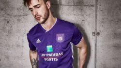 Anderlecht onthult nieuwe thuisshirts voor komende voetbalseizoen