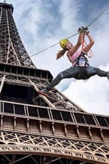 Envoyez-vous en l'air depuis la tyrolienne installée sur la tour Eiffel