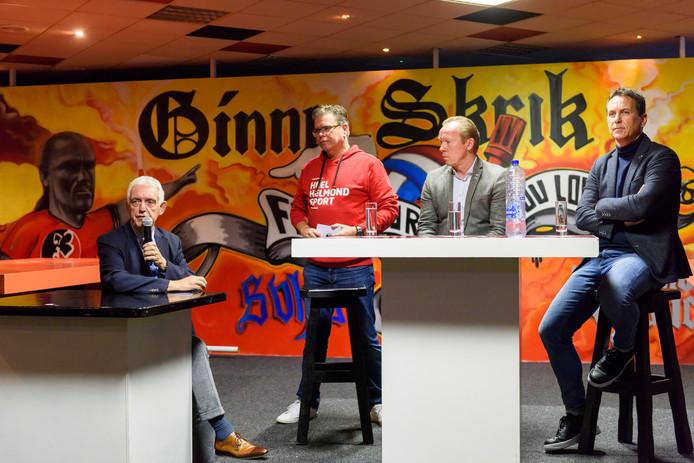 Fanbijeenkomst in het supporterscafé van Helmond Sport vorig jaar met vlnr. voorzitter Frans Stienen, presentator Martie Jeuken, trainer Wil Boessen en directeur Leon Vlemmings.  Financieel ligt er voor de club net zo'n grote uitdaging als op het veld.