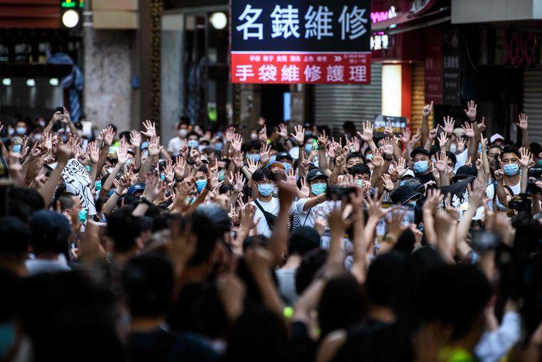 Protest tegen de nationale veiligheidswet op 1 juli in Hongkong.  Beeld AFP