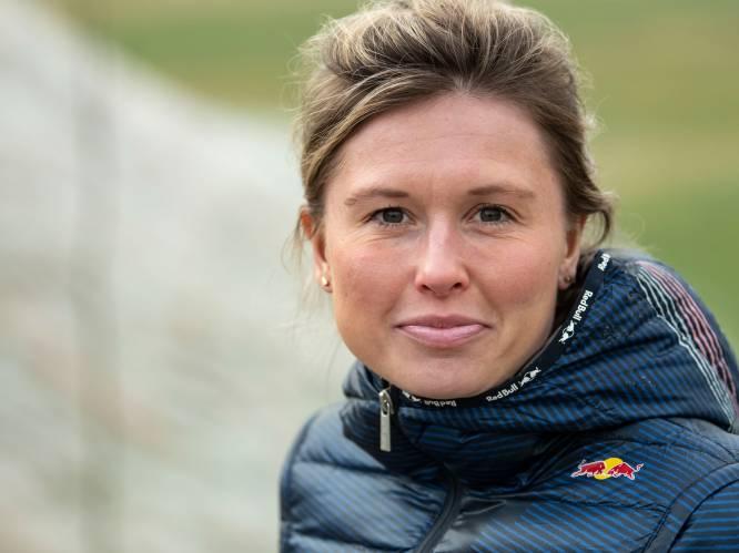 Els (30) overleefde schipbreuk: 'Na acht uur zwemmen besefte ik dat we het zouden redden'