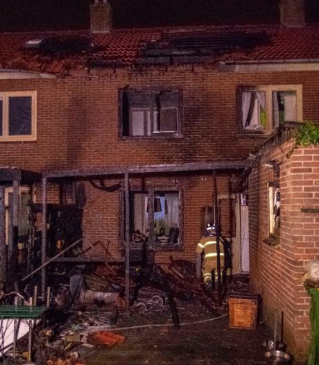 Felle brand maakt huizen in Doorwerth onbewoonbaar