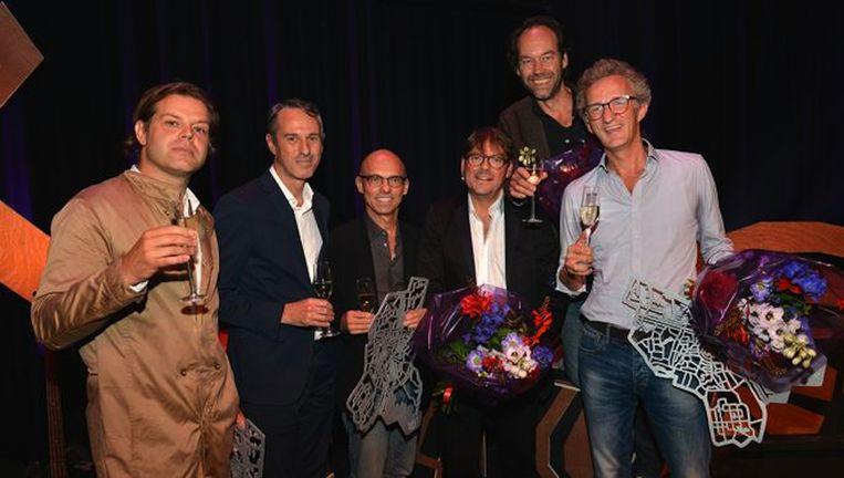 De winnaars van de Amsterdamprijs 2015: uiterst links Renzo Martens, links en midden Ivo van Hove en Jan Versweyveld en rechts de mannen van Splendor. Beeld Amsterdamprijs voor de Kunst