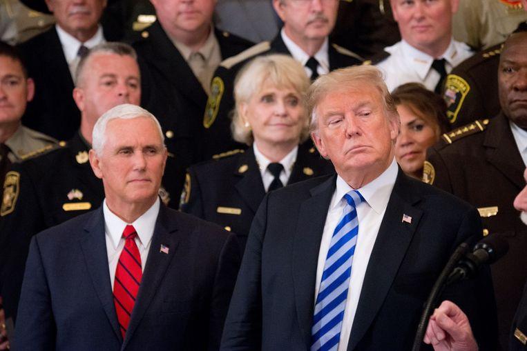 Vicepresident Mike Pence (l.) naast president Trump.