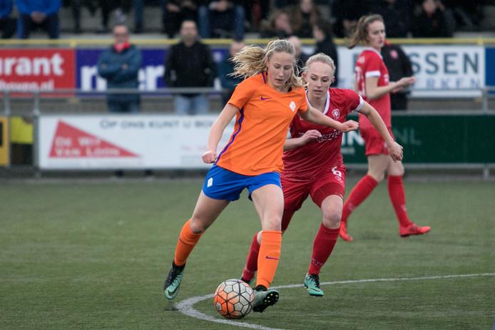 Veldhoven Het talententeam van CTO Zuid voetbalt tegen de vrouwen van FC Twente