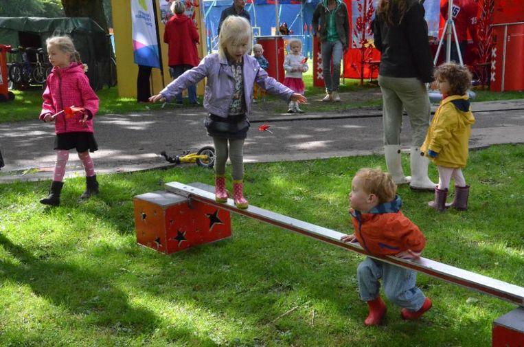 Ook de allerkleinsten kunnen de circusartiest in zichzelf ontdekken. Beeld Noorderparkfestival