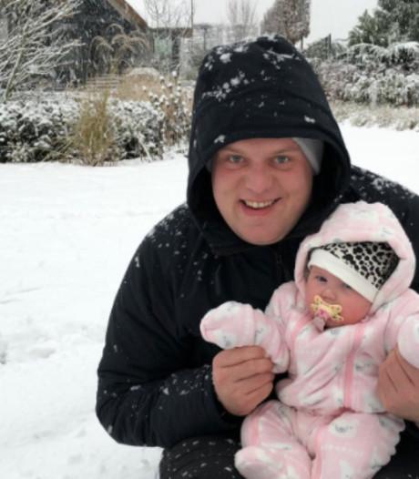 MvG vermaakt zich vlak voor WK in sneeuw met vrouw en dochtertje