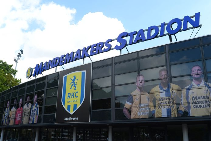 RKC Waalwijk onderzoekt hoeveel fans er in het stadion passen als er straks weer op beperkte schaal publiek mag zitten.