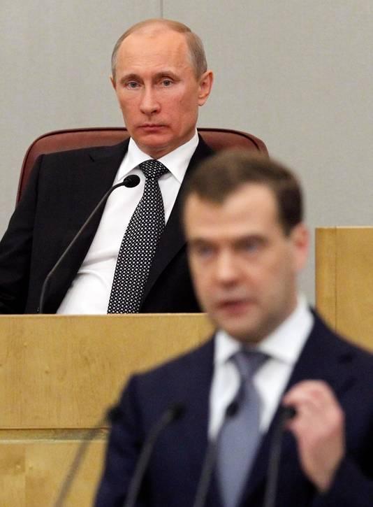 Poetin en Medvedev (voorgrond) vormden jarenlang een regerend duo.