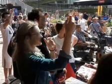 Woede om filmende omstanders bij steekdrama op vol terras: 'Ze genieten van andermans ellende'