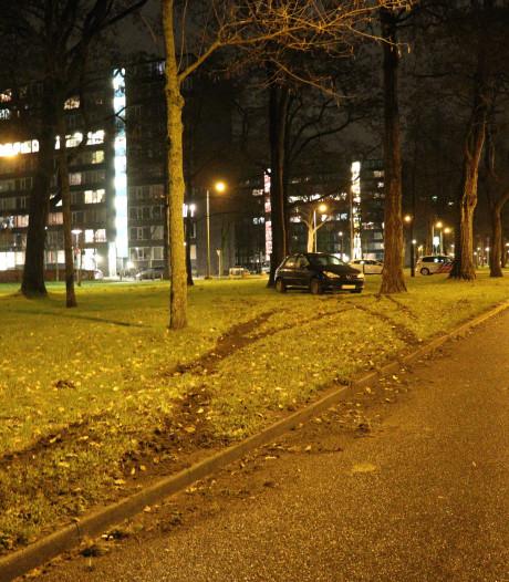 Politie onderzoekt wie bestuurder is van achtergelaten auto Canergiedreef