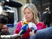 Minister Ollongren bekijkt groei aantal wethouders