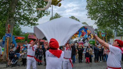 Muzikale parade en reuzen openen Troostkermis
