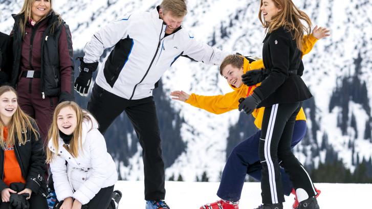 Koninklijke familie poseert tijdens fotoshoot Lech