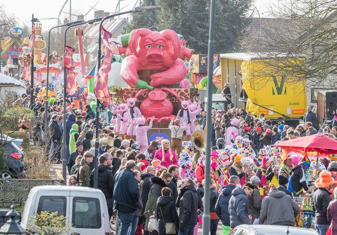 De optocht in Lewedorp tijdens het carnaval dit jaar.