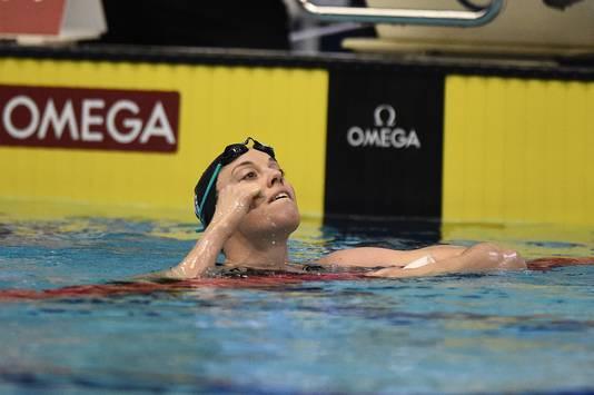 Femke Heemskerk viert haar zege op de 200 meter vrije slag.