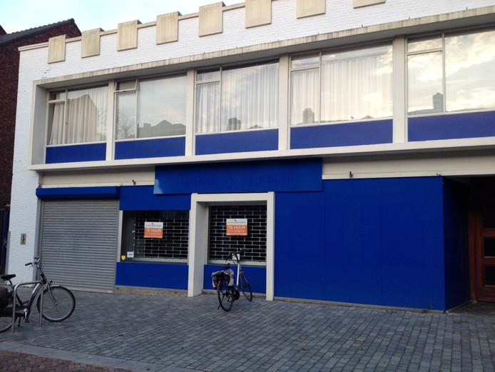 In dit pand aan de Hoofdstraat 90 in Schijndel zat tot voor kort een elektronicazaak. Hier komt nieuwbouw.