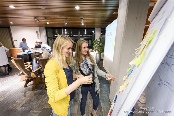 Renate en Linda Maathuis hebben wel ideeën voor een alternatieve invulling van de ruimte die tot voor kort het domein van ambtenaren was: flexplekken en een eetgelegenheid.