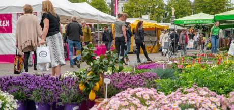 Marktkooplieden en marktbezoekers in Deventer in bescherming genomen tegen verwachte hitte