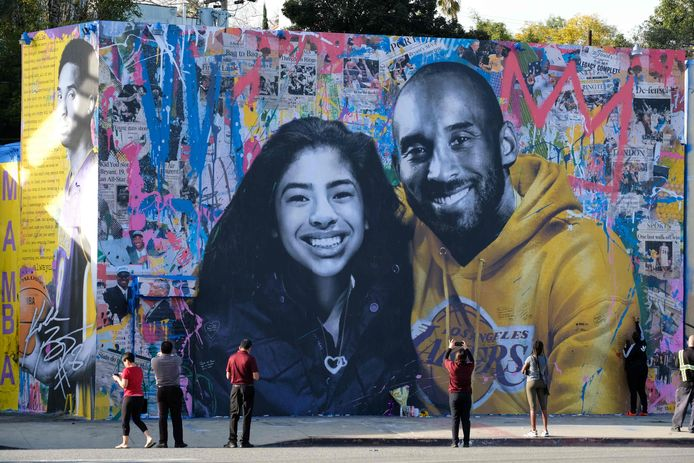 Een fraaie portret van de omgekomen Kobe Bryant en zijn dochter Gianna in Los Angeles.