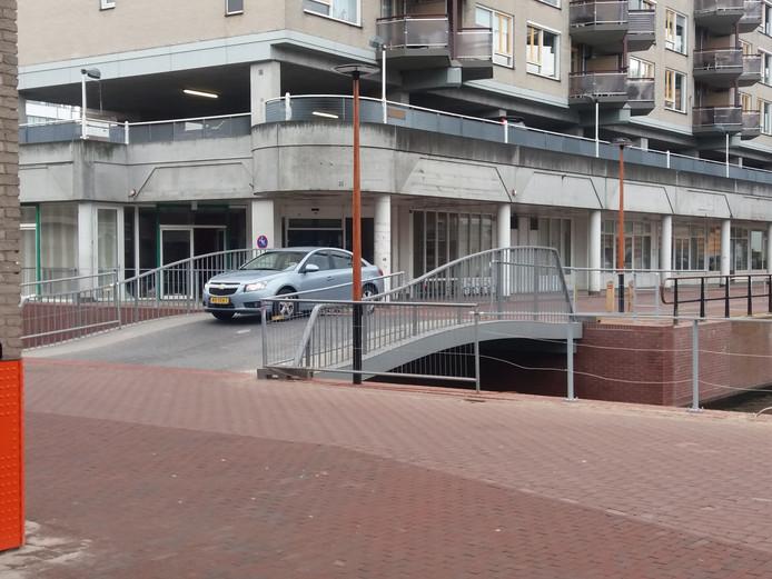 Binnen een half uur reden dinsdagmiddag tien automobilisten over de brug in de Klara Zetkinstraat.