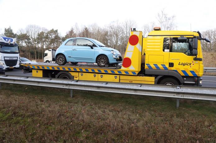 Drie auto's reden vrijdagmiddag op elkaar op de A58 tussen Oirschot en Best