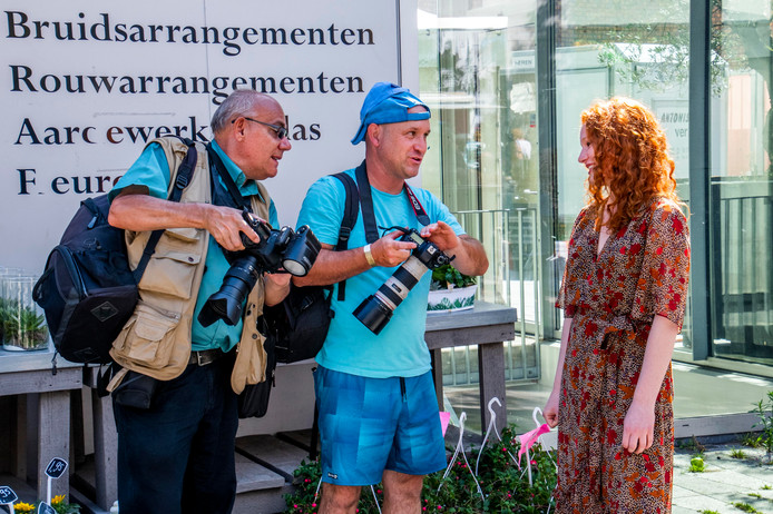 De vele fotografen schieten foto's van de duizenden roodharigen in de stad, zoals van deze Duitse bezoekster.