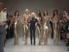 'Oude' topmodellen brengen eerbetoon aan Versace
