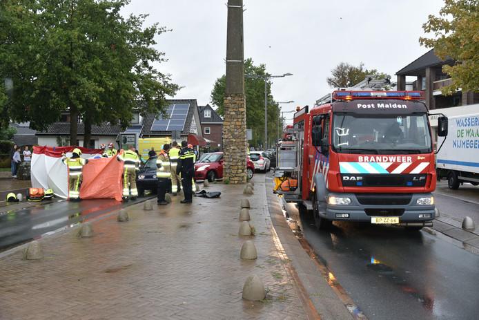 De hulpdiensten ter plaatse bij het ongeval in Malden.
