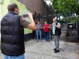 Kuieren door Scheveningen: televisie maken met mobieltje en selfiestick trekt kijkers over de hele wereld
