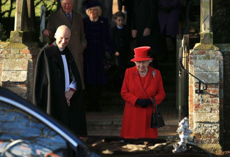 Queen Elizabeth II  voor de St. Mary Magdalene-kerk.