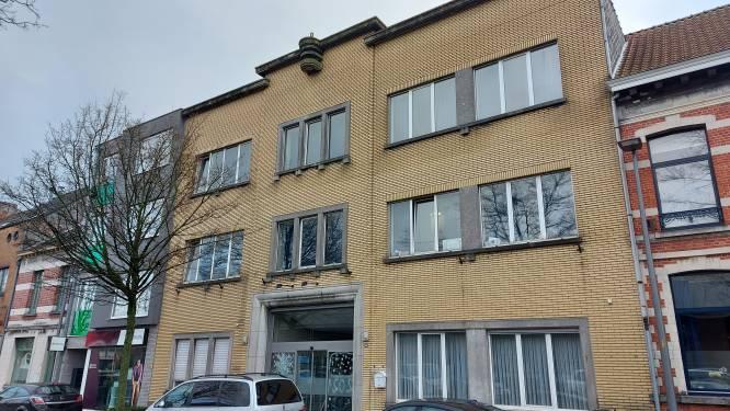 """Politie controleert kamers van voormalig hotel in Stationstraat: """"Omstandigheden voor sommige bewoners waren mogelijk levensgevaarlijk"""""""