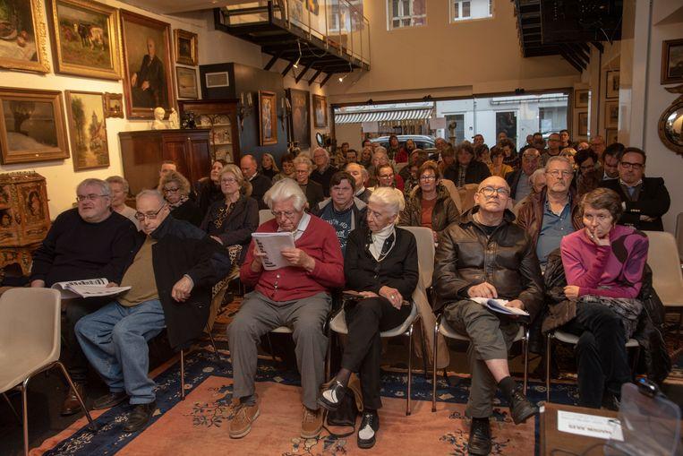Veel volk op de veiling waar ook een meesterwerk van Hendrik Van Balen werd verkocht. Maar niemand bood erop.