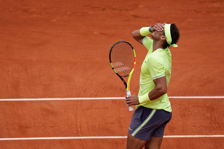 Rafael Nadal baalt over de verloren tweede set.