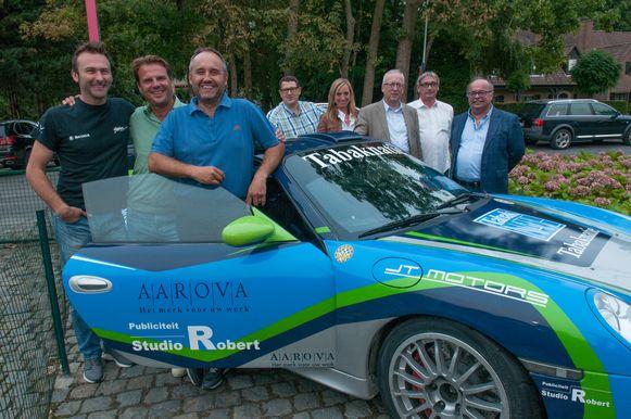 De organisatoren met vooraan streekpiloten Vincent Verschuere, Pieter Tsjoen en Tim Van Parijs.