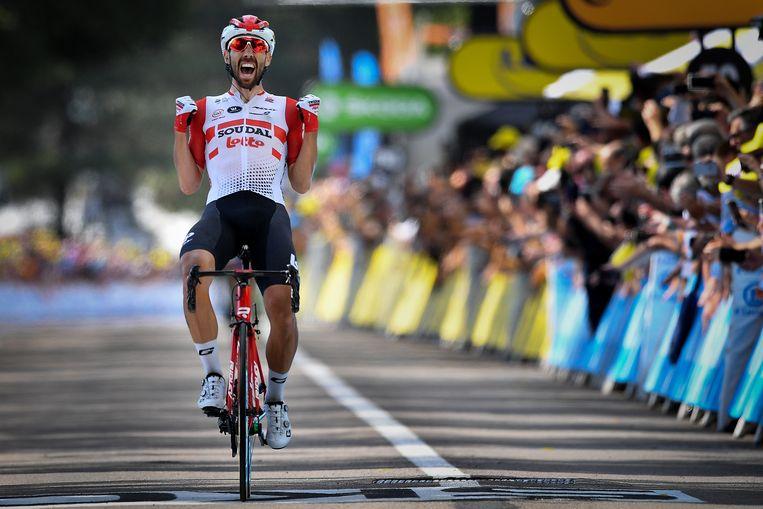 Thomas De Gendt komt over de finish in Saint-Étienne en wint de achtste etappe van de Tour de France 2019. Beeld BELGA