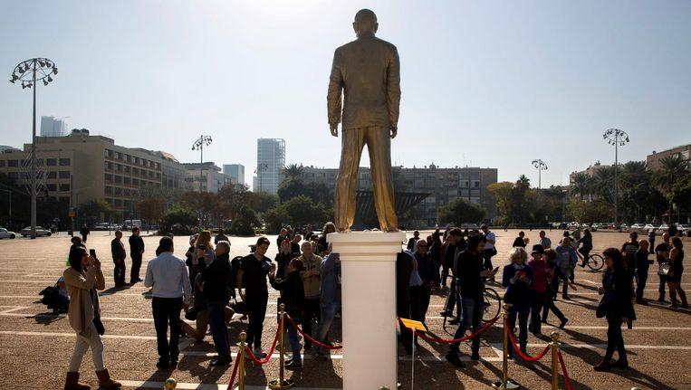Het standbeeld van Benjamin Netanyahu op een plein in Tel Aviv Beeld ap
