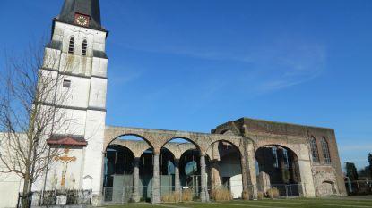 Stelling verdwijnt rond kerk Waarschoot (en zomerterras komt er aan)