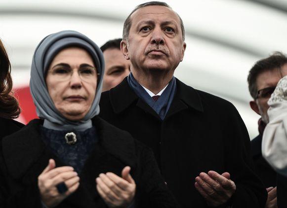 De Turkse president Recep Tayyip Erdogan met zijn echtgenote.