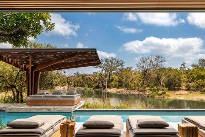 Wilde dieren spotten vanop het terras: in deze Zuid-Afrikaanse villa kan het