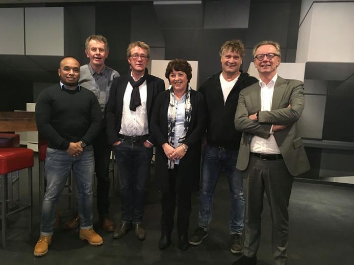 Het Wierdense PPW-raadslid  Sander Salakory (uiterst links) heeft besloten zijn raadszetel op te geven.