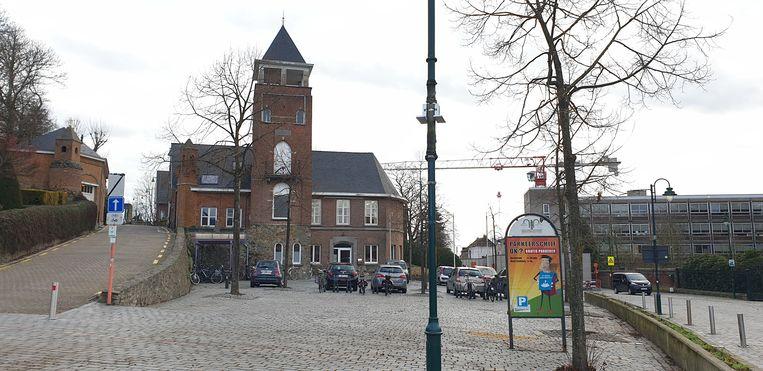 Het torengebouw op het Vredesplein in Heist-op-den-Berg.