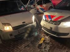 Autodieven knallen na wilde achtervolging op politieauto