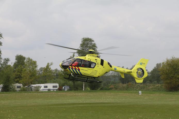 Een traumahelikopter landde vanmorgen na een gasexplosie op het gras bij camping De Lucht in Renswoude.