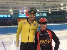 Eline uit Aalten schaatst met haar held Patrick Roest