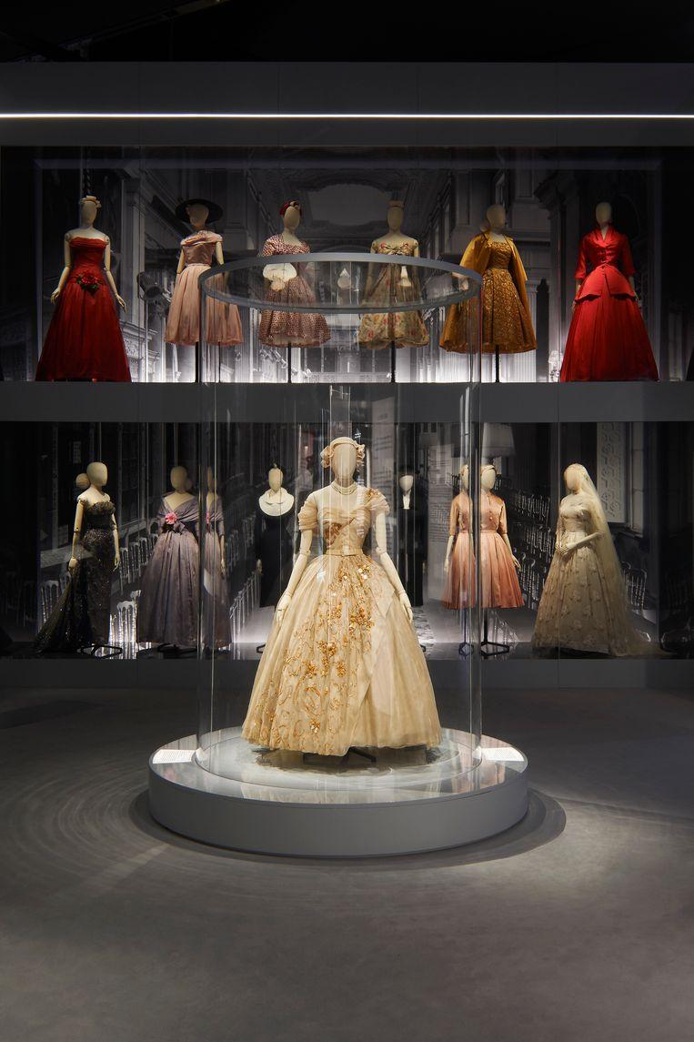 De jurk die prinses Margaret droeg ter ere van haar 21ste verjaardag.   Beeld Adrien Dirand