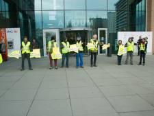 VIDEO: Tiental gele hesjes demonstreren aan FOD Financiën Gent en onder fly-over