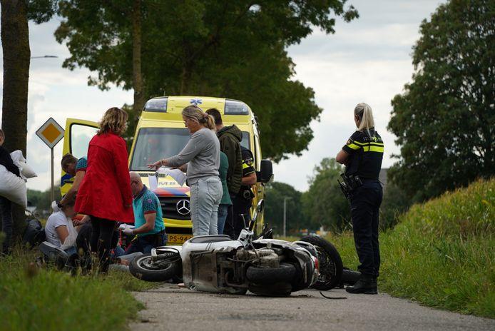 De twee scooters kwamen met elkaar in botsing in Didam.